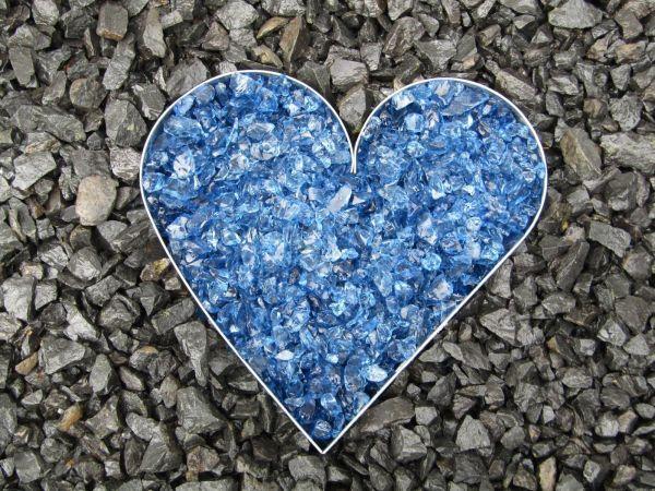 Herz aus Metall mit Füllung